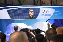 © MotorNews kw / 85. Auto-Salon Genf 2015 / Hyundai Messestand mit Peter Schreyer