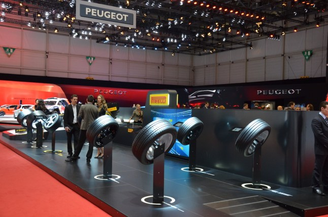 © MotorNews kw / 85. Auto-Salon Genf 2015 / Pirelli Messestand