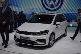 © MotorNews kw / 85. Auto-Salon Genf 2015 / VW Touran R-Line