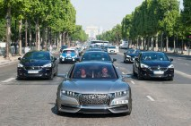 "© DS / DS WEEK IN PARIS: 700 ""GÖTTINNEN"" AUF DEN CHAMPS-ELYSÉES"