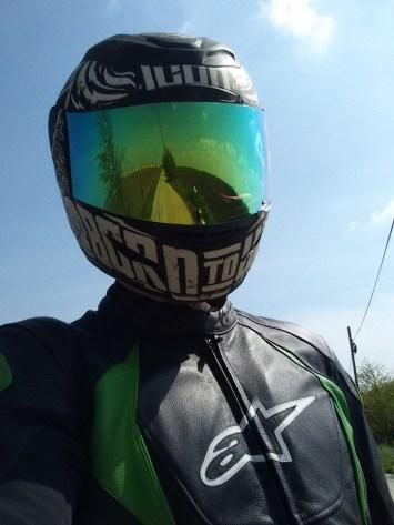 Cu viziera verde-oglinda