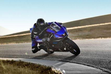 """[motoȘtiri][Specificații Tehnice si Galerie foto] Yamaha R7 –  """"Unde lumea R se întâlnește cu lumea ta """""""