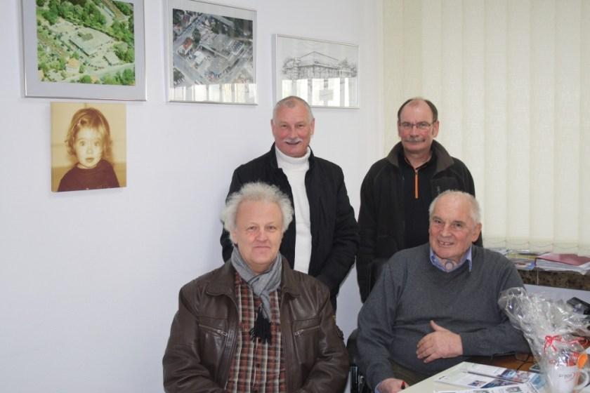 Der Autor Gerhard Otto mit Hans Zierk (rechts), dahinter Dietmar und Hagen Tripke (rechts)