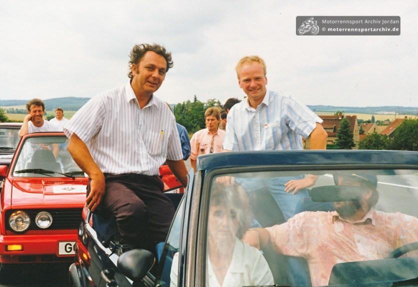Wer fährt hier die Ehrenrunde im Cabrio links neben Jan Reichel?