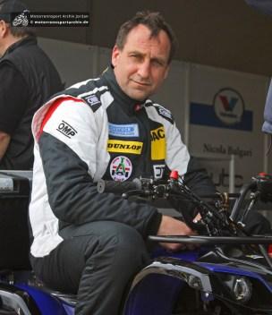Das Racing Team Ahrens kommt seit den 1950er Jahren an den Sachsenring. Für Alf Ahrens ist das Wochenende mit einer defekten Zylinderkopfdichtung allerdings schon beendet.