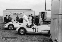 Das Kollektiv Johannisthal mit beiden Wagen von Arthur Rosenhammer 1951 am Sachsenring