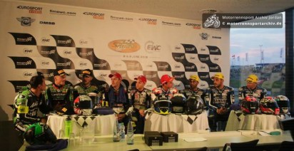 Die Siegerteams von links 2. Platz SRC Kawasaki, 1. Platz F.C.C. Honda, 3. Platz GMT94