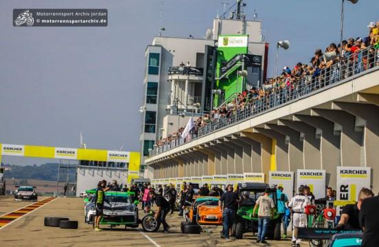Zahlreiche Zuschauer nutzten das schöne Wetter am Samstag. Das Sachsenringrennen ist eine der bestbesuchtesten Veranstaltungen des ADAC GT Masters