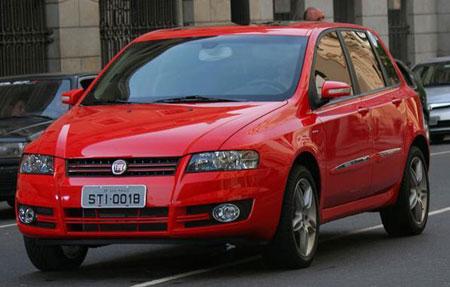 Fiat Stilo 2008. Sem muitas mudanças no visual.