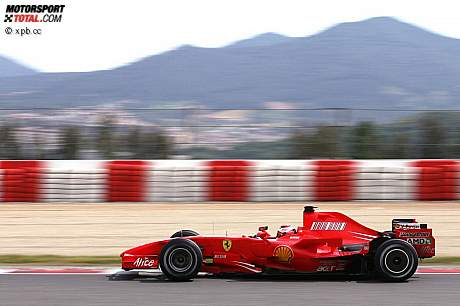 Ferrari com nova cobertura do motor