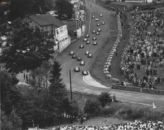 In the history of Formula 1, only eight drivers have managed to win five or more races in a row.  Ferrari driver Alberto Ascari opened the first series of this kind at the third Grand Prix of the 1952 season in Spa-Francorchamps.  Yes, the Eau Rouge already existed back then!