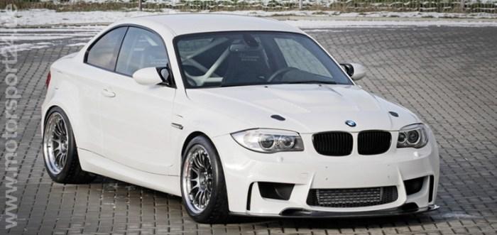 Weißer BMW 1M