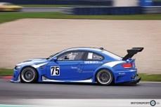 Blauer BMW M3 E92 GT2 auf der Rennstrecke Oschersleben