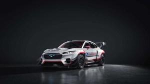 Ford Performancen ja RTR:n täyssähköinen Mustang Mach-E 1400 prototyyppi vie