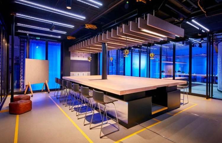 Una immagine degli interni di Lab1886 il laboratiorio creativo della Mercedes