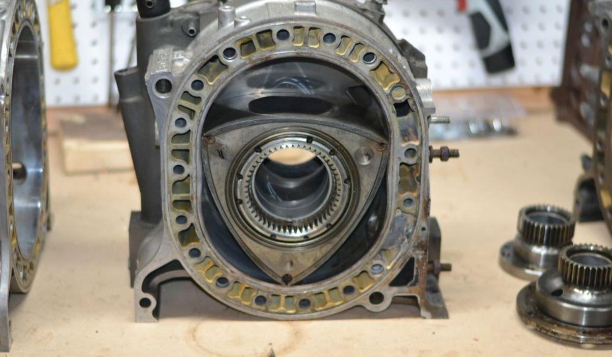 Era assim que os motores wankel eram construídos