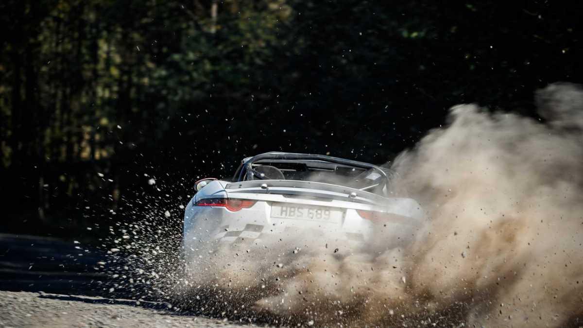Jaguar cria um F-Type preparado para rally.
