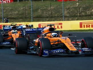 McLaren de Carlos Sainz (55) seguido del monoplaza de Lando Norris (4) | Fuente: @McLarenF1