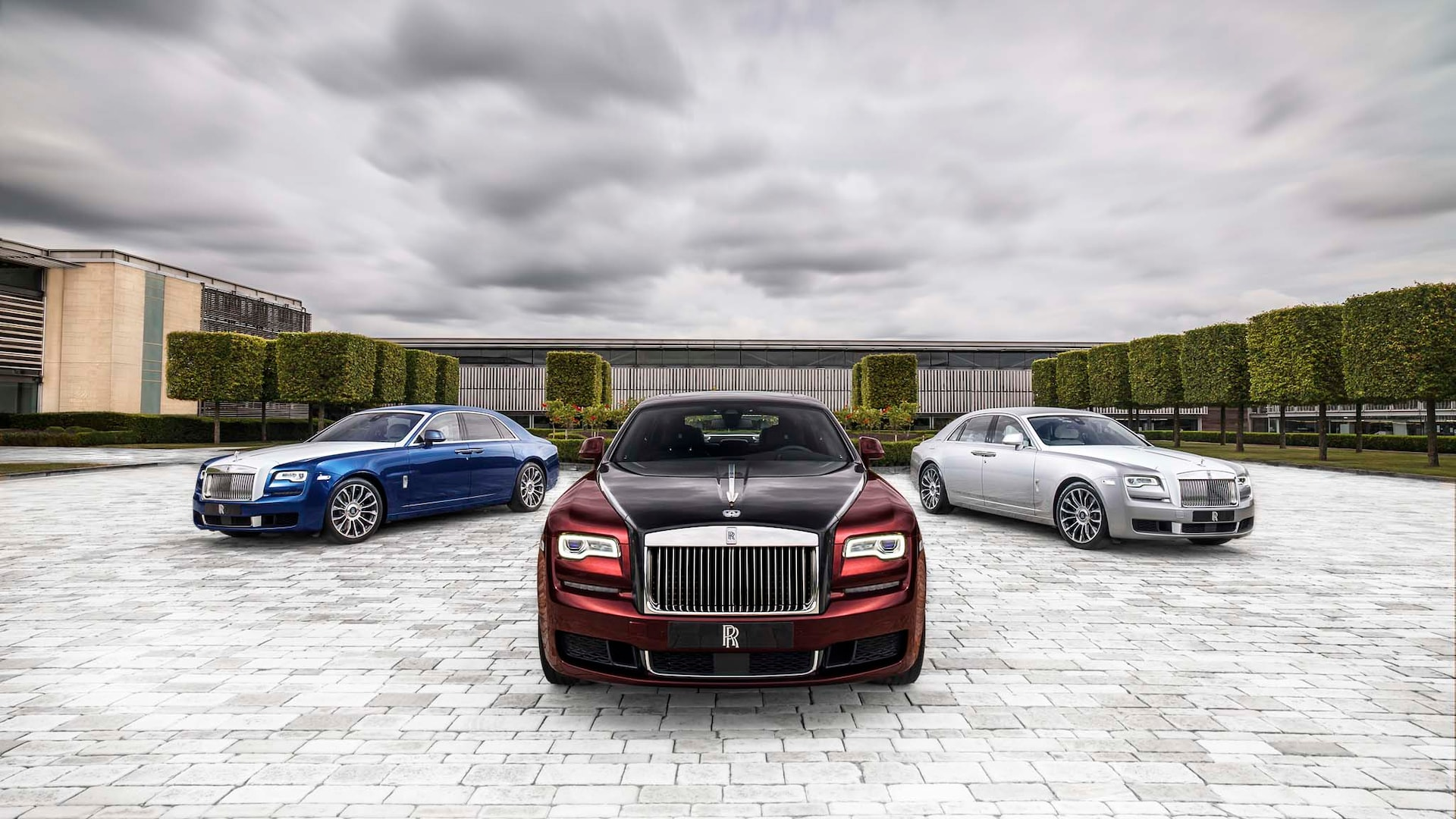 Learn more about price, engine type, mpg, and complete safety and warranty information. 2020 Rolls Royce Ghost Buyer S Guide Reviews Specs Comparisons