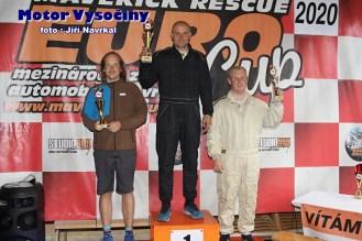 03 - Gruntorád František na stupních vítězú v závodě ve Víru za 3. místo ve třídě AS-S1+2000 2WD