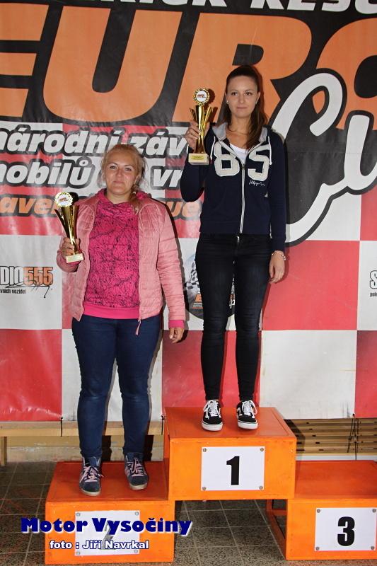 27 - Hrubanová Lenka na stupních vítězů po závodě ve Víru za 2. místo v Dámské trofeji
