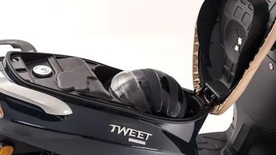 Coffre à casque sous selle Peugeot Tweet 125 noir