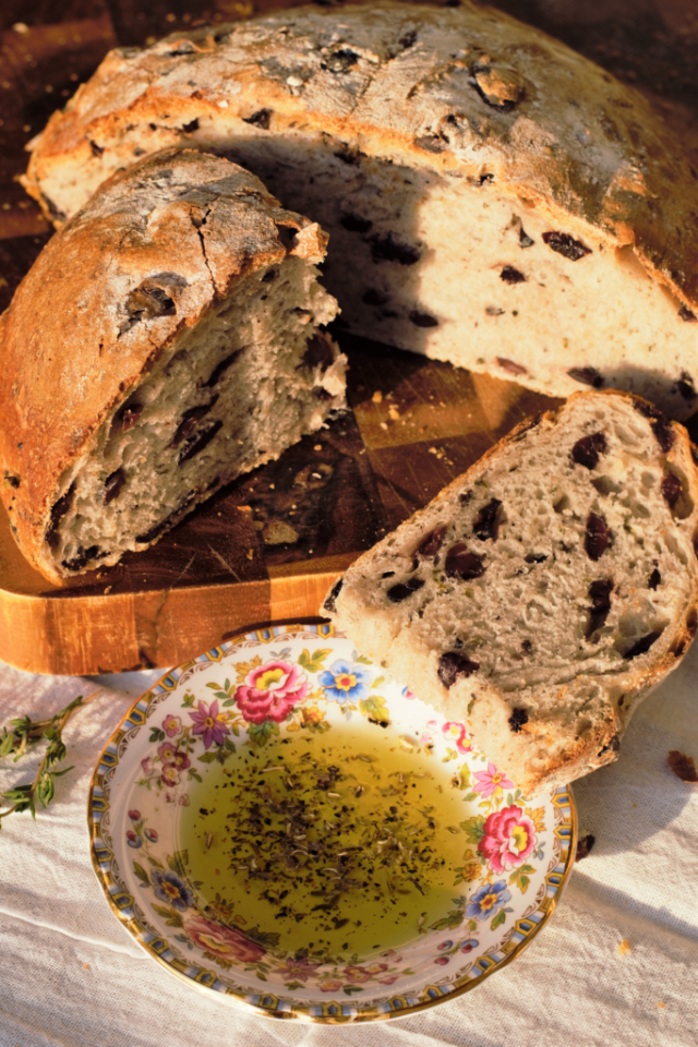 Olive Thyme Bread | Mountain Cravings
