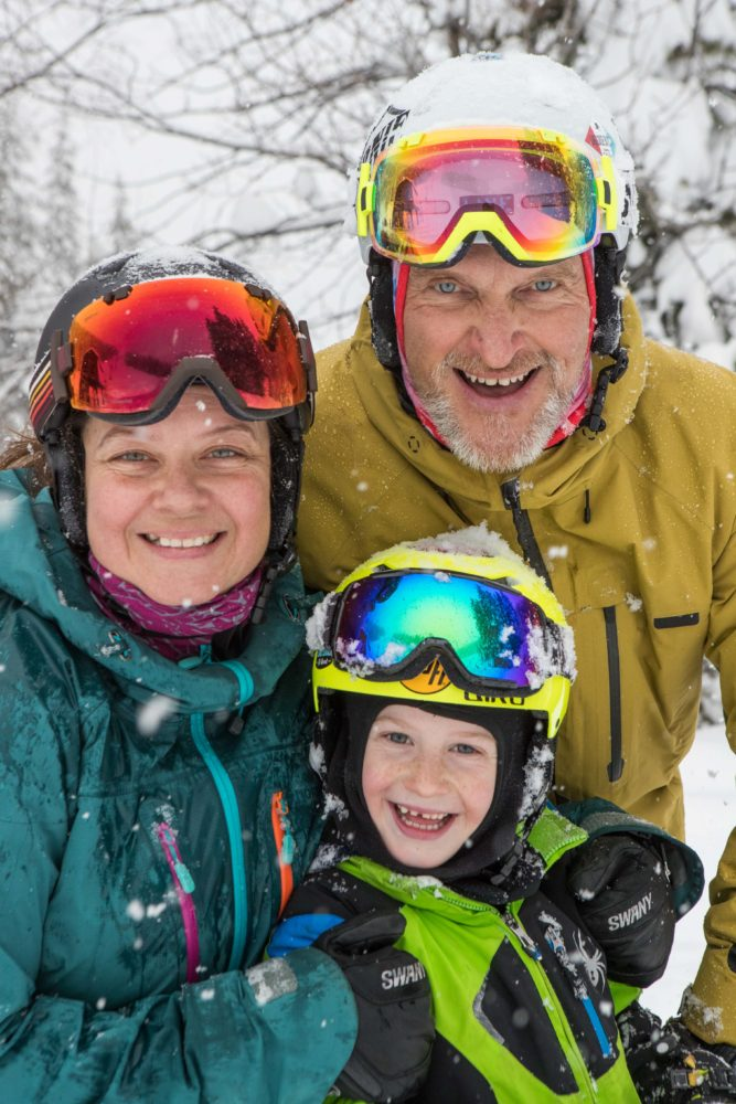 Family skiing at Ski Big 3