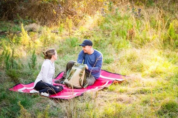 couple having picnic on red Mountain Mat