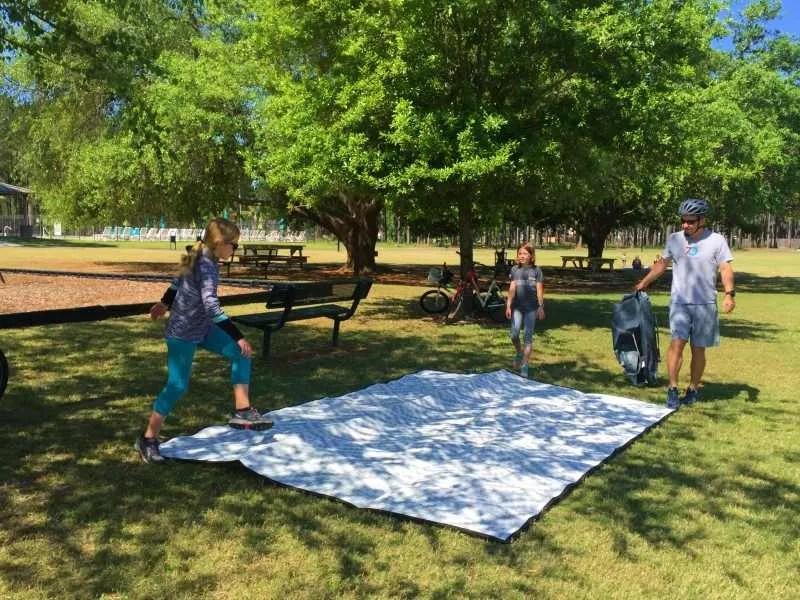 Mountain Mat waterproof picnic mat with family