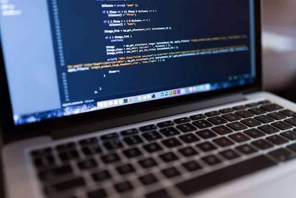 7 balises HTML essentielles pour le référencement