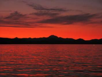 lake almanor at night