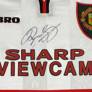 giggs signed shirt 1999 close