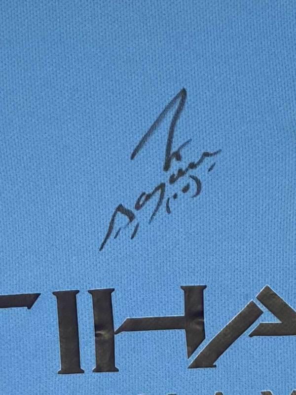 aguero signed shirt 16-17 up close