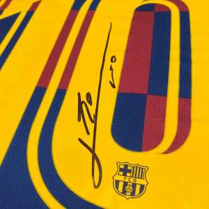 authentically-signed-messi-signed-shirt-up-close