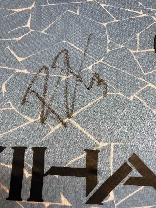 authentically signed ruban dias autograph up close