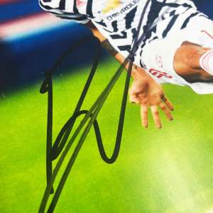 authentically-signed-bruno-fernandes-autograph-away-up-close