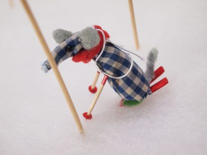 Microvaark's skis dig into the snow