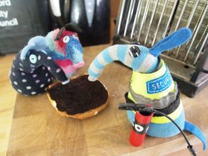 Arnold tells Ratvaark and Winston off, as they look dejectedly at a very burnt bun