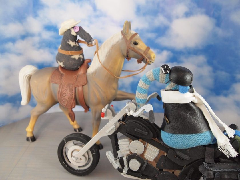 Arnold was on the road when he met a friend from the saloon in Deadwood, who said there was a rodeo going on, and Arnold should come and watch. So Arnold went along to watch. His new friend was getting ready for his turn, and vaulted into the saddle… Then it was time to start hanging the stuff on the saddle. Steady, steady… Yikes! Suddenly, the bronco bucked! And over his head goes the rider! Goodness, are you alright? Arnold thinks he was knocked out for a second. Well, his new friend was soon up and about, and asked Arnold if he fancied a go. Arnold said he thought not. He thinks his motorbike is safer!