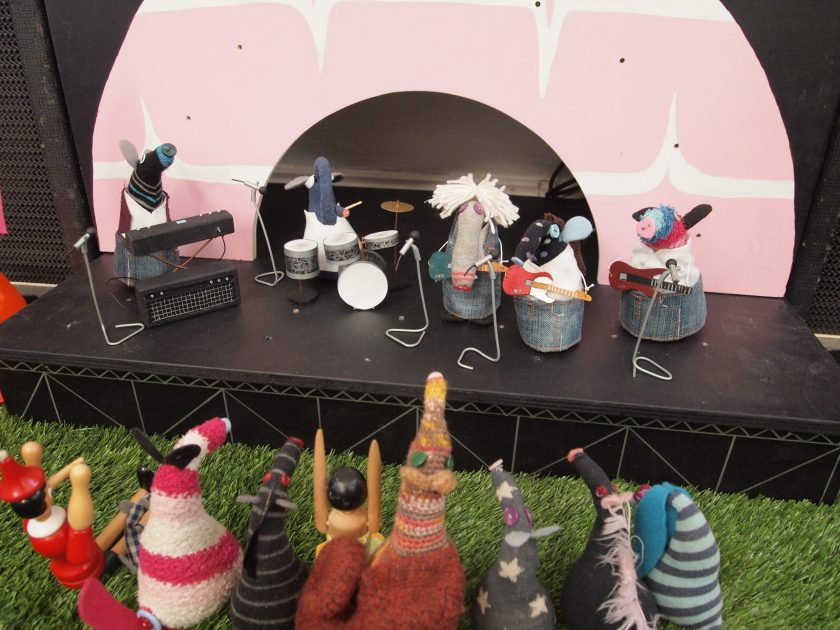 The vaarks all gather to watch Status Quo on stage