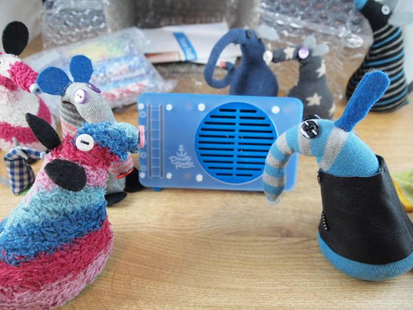 Ratvaark and an astonished Arnold look at a small blue Raspberry Pi powered radio