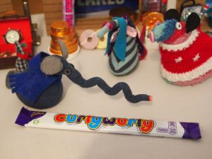Ofelia produces a CurlyWurly bar and Ernest's long snozzle makes a curly wurly shape