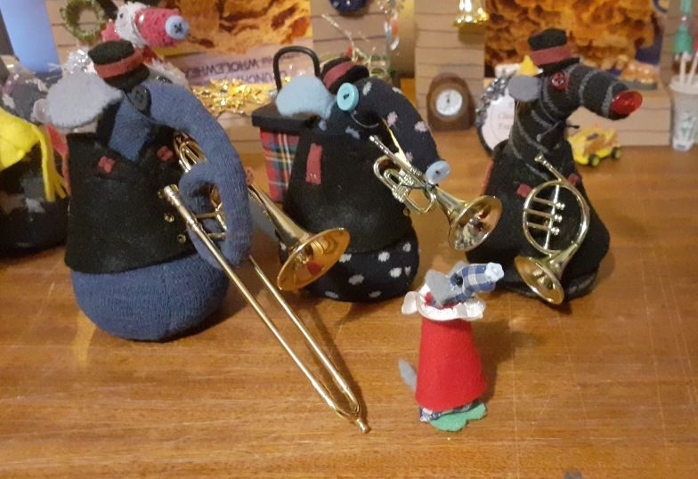 Microvaark, dressed as a chorister, has joined the band