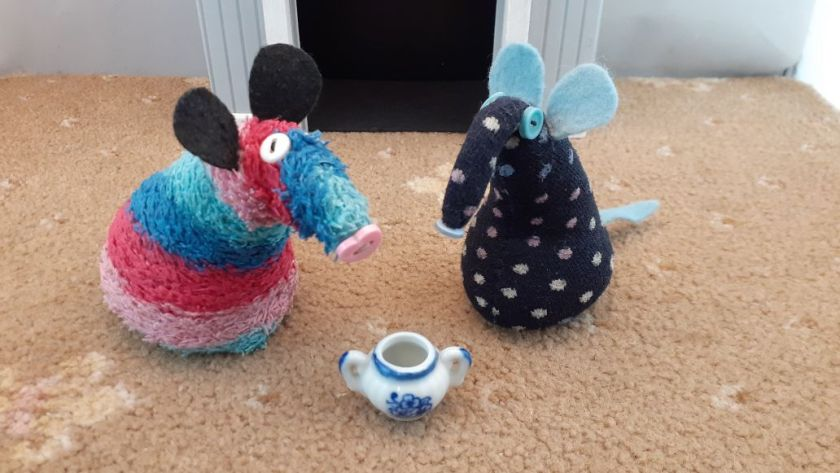 They look at a vaark scale sugar bowl