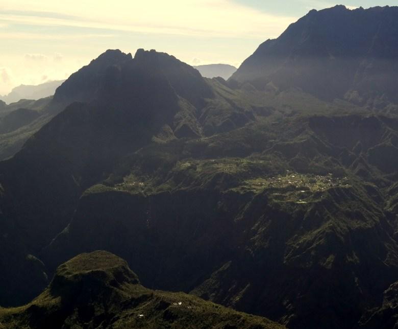 mafate-wyspa Reunion-góry-cyrk mafate -trekking-podróżowanie-miejsce egzotyczne-góry na reunion