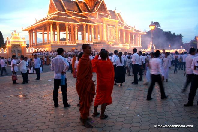 Monks at dusk in front of Royal Palace