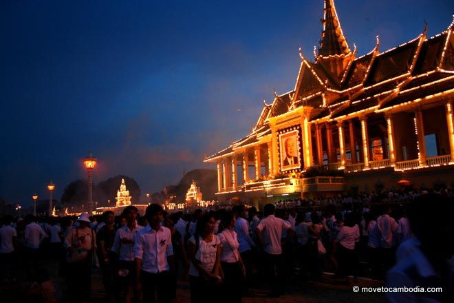 The Royal Palace lit up with lights to honor Norodom Sihanouk.
