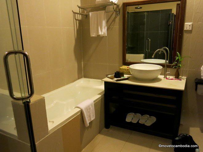 Angkor Heritage Boutique Hotel bathroom
