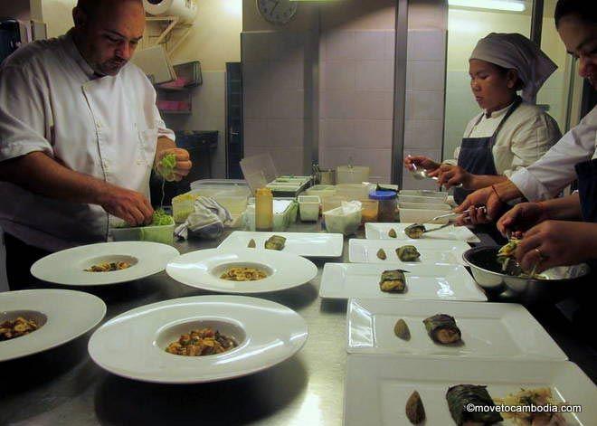 Cuisine Wat Damnak service